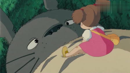 龙猫: 女孩竟然跟龙猫比嘴大, 这份勇气可把大龙猫给惊呆了!