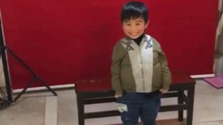 4岁男童拍证件照成表情包走红