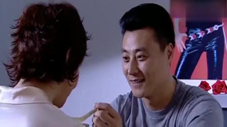 与谁共眠: 王伟问静雪为何如此害怕草莓汁, 凌雪支支吾吾不想回答!
