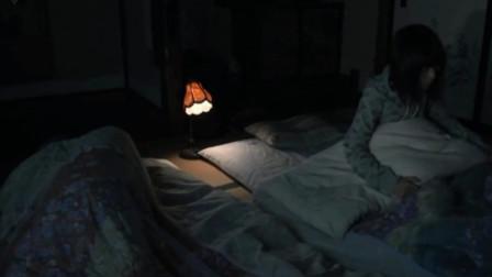 女孩放假去看望奶奶,到夜里才发现睡在旁边的奶奶早已经去世了