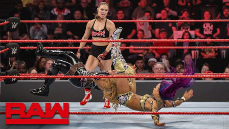 【RAW 01/21】隆达罗西反制贝莉抱摔 莎夏祭出班克宣言治服娜塔莉亚