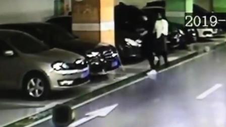 上海90后小伙与女友吵架心情不好 砸车泄愤被刑拘