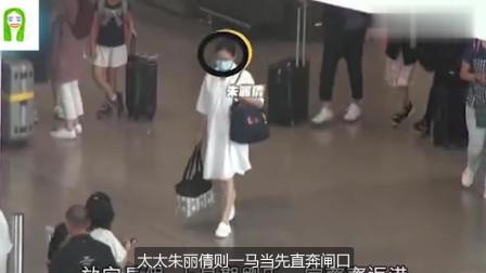 刘德华一家三口惊现机场,六岁女儿扎着马尾,又蹦又跳天真可爱!