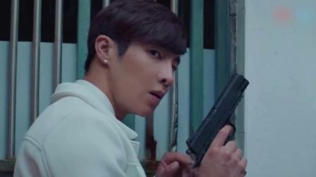 门外传来枪声,白羽瞳第一反应就是保护展耀!这男友力没谁了!