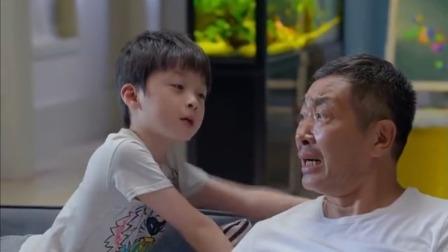 孙子打游戏打不过,跑去找爸爸帮忙,没想到乡下爷爷竟通关了
