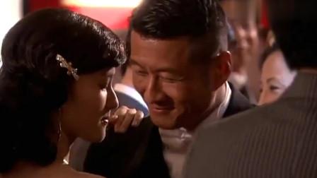 侬本多情:婚礼上灰姑娘成为全场的焦点,男人被她迷住,女人眼中满满的恨!