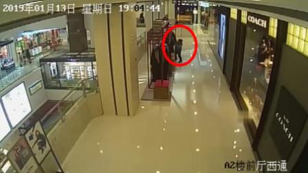 女子指挥5岁儿子商场内偷 价值4200元的裙子