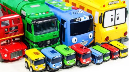 小汽车和双层巴士玩具