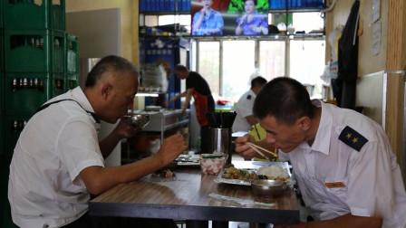 哈尔滨的哥首选美食店,10块钱吃饱,跟着他们吃不会错