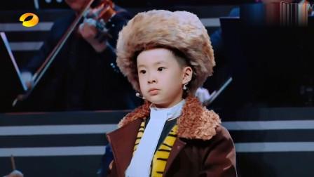 三代同堂表演京剧《智取威虎山》,四岁萌娃一开口谢娜惊呆了