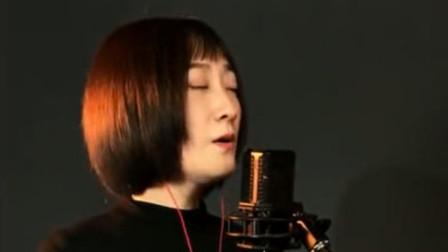 短发美女翻唱《探清水河》,太好听了,这才是我想听的声音!