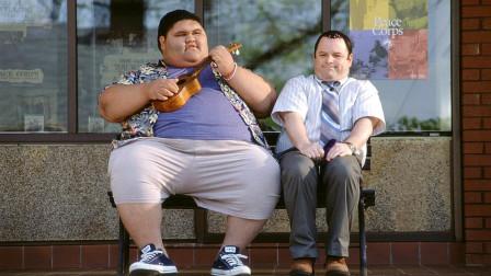 美国浪漫喜剧电影《庸人哈尔》,男子被催眠爱上400磅的女孩