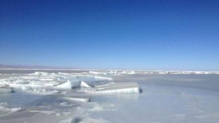 内蒙古呼伦贝尔:游客遇险困冰面 水警救援暖人心