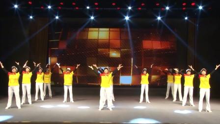 很棒的一支广场舞,很像广播体操,很健身很活泼!厉害!