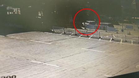 大难临头各自飞!江西景德镇一男子无证驾驶遇查还撞车 疯狂甩锅:老婆开的
