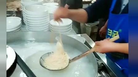 风味人间:50碗面一口气捞完,不是盖的