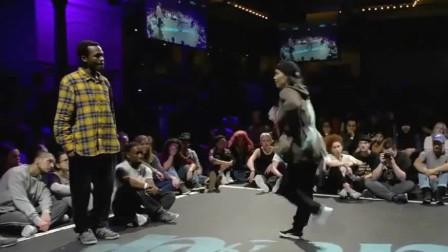 国外街舞比赛,黑人小哥比赛都不正经,怕是被美女的颜值迷住了