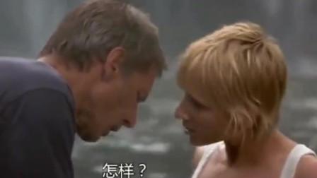 美女在河里游泳,感觉有东西跑进内裤,向大叔求救大叔内心窃喜!