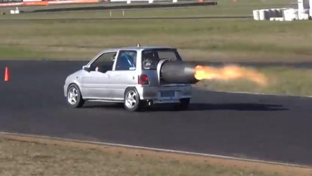 装了飞机发动机的大发,喷射6米长的火焰飙车,超跑都不是对手