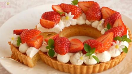 「烘焙教程」10分钟完成!草莓花环蛋糕,一层一层教你做