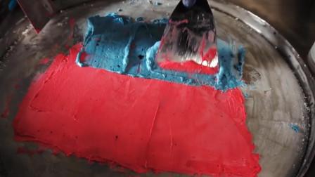 两种不同颜色的酸奶做出的冰淇淋,整个制作过程感觉像刷漆!