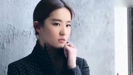"""刘亦菲晒年轻""""婴儿肥""""和现在对比照,神仙姐姐素颜一样能打"""