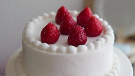 清新脱俗的草莓蛋糕!很清新哦!