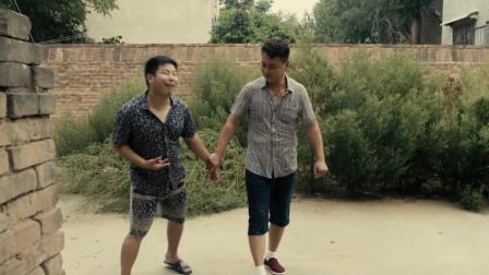 农村爸爸对智障儿子拳打脚踢,只是因为他尿了裤子