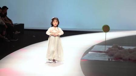 T台秀: 一场特别的时装秀, 萌娃与汉服, 简直太可爱了!