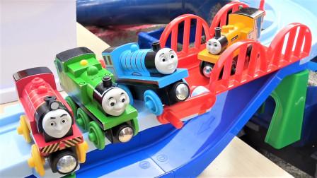 泰路巴士和托马斯小火车升降台螺旋轨道套装玩具