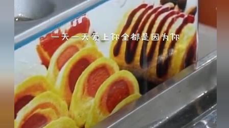 风味人间:鸡蛋卷火腿肠这样做,大人小孩都喜欢买来吃