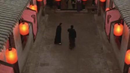 """大红灯笼高高挂:颂莲假怀孕被发现了,在她的灯上罩黑布,打入""""冷宫"""""""