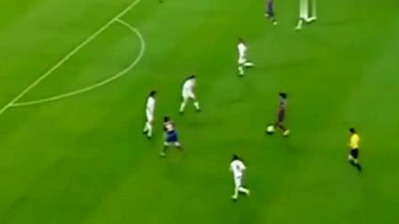不会单刀的前锋看过来,看球王梅西教如何挑射戏耍门将的!