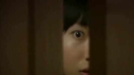 丈夫书房传来阵阵奇怪的声音,妻子好奇从门缝窥视,不料被当场吓懵!