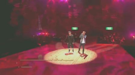 大张伟薛之谦演唱《意外》,两个搞笑的人合唱