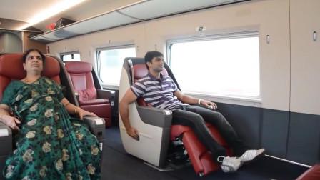印度有钱人来中国旅游,第一次体验高铁商务座,小哥玩座椅玩的贼嗨皮!