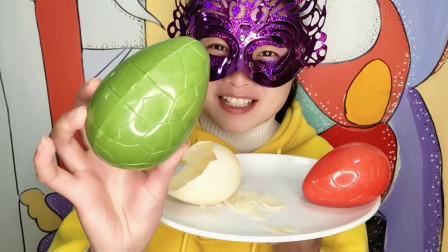 """妹子吃""""3D恐龙蛋巧克力"""",DIY创意甜点还是空心的,健康又美味"""