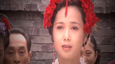 男人看见新娘从轿子下来 竟然与心爱之人的相片结婚 太疯狂了!