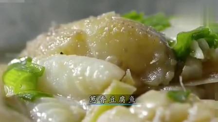 《舌尖上的中国》老哥们出海捕鱼, 午餐炖现捕得鱼, 再来上二两酒