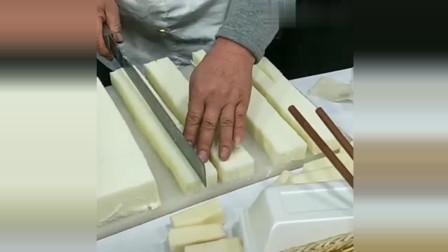 风味人间:开始以为大爷在切豆腐,认真一看原来是在做这个
