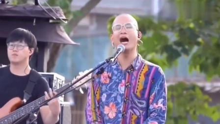 《浪子回头》的原唱版本, 当光头哥开嗓的那一刻, 被他圈粉了!