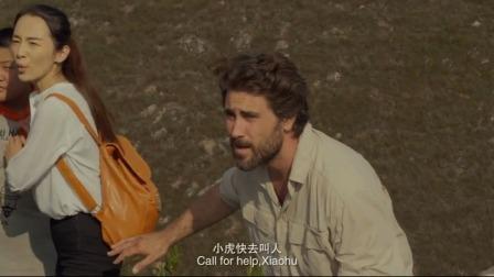 村里疯大叔绑架小孩,外国小伙蹩脚汉语念一首古诗,成功救下小孩