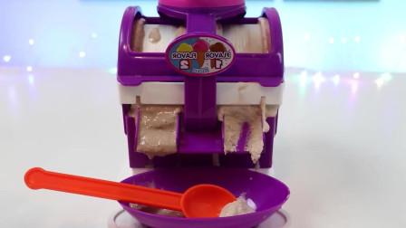 手工玩具:用冰淇淋制造机制作牛奶和巧克力口味冰激凌
