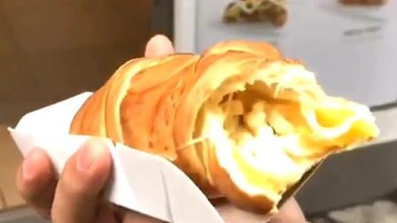 风味人间:塞了芝士和红薯的面包,