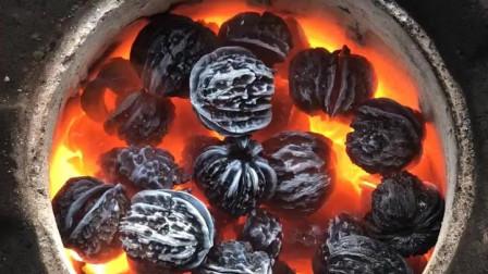 风味人间:用来盘的核桃,一把火烧熟了吃