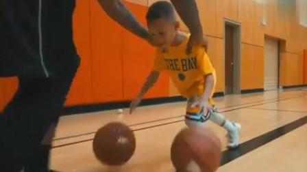 小朋友长得很像库里,双手运球,展现过人天赋!