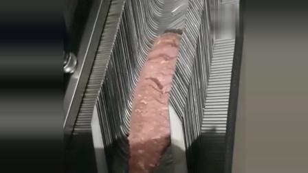 风味人间:当把一块肉放进机器里,神奇的一幕出现了,厉害了