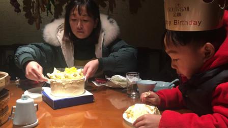 妈妈过生日吃生日蛋糕视频 九江麒麟小院订生日宴席