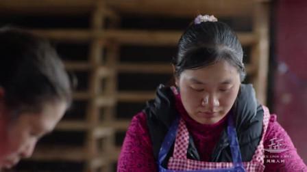 风味人间:宣威黄豆腐用纯手工包扎,搭配上火腿真是又嫩又香!