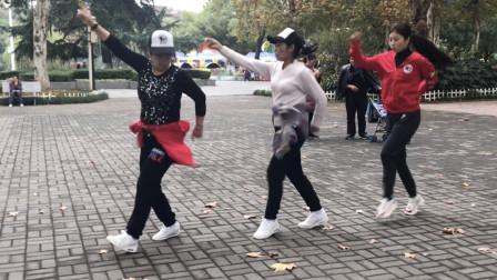 网上超流行的鬼步舞《流氓步》,只有8步,跳起来酷酷的!